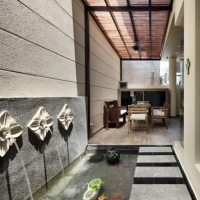 Outdoor dining & Water feature wall