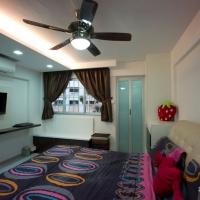Master bedroom3-TV feature & bench