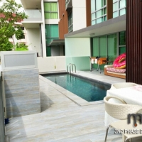 Swimming Pool & Outdoor Dining area